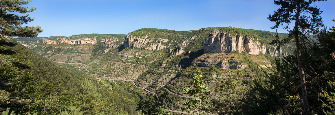 falaises-gorges-de-la-jonte-causse-mejean-vacances-sport-et-nature-hebergement-en-gite-de-charme-avec-piscine-privee-le-colombier-saint-veran-aveyron-meuble-de-tourisme-5-etoiles-credit-photo-mcg