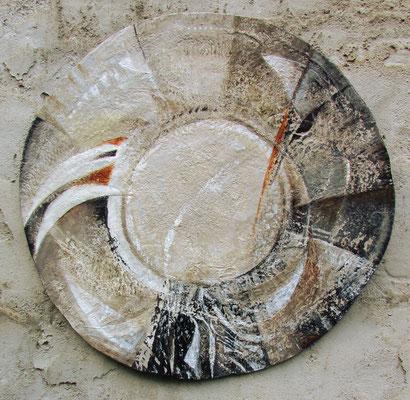 carton, papier mâché, acrylique, diamètre 62 cm