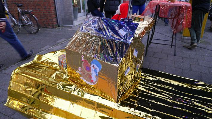 Der goldene Weihnachtsbriefkasten