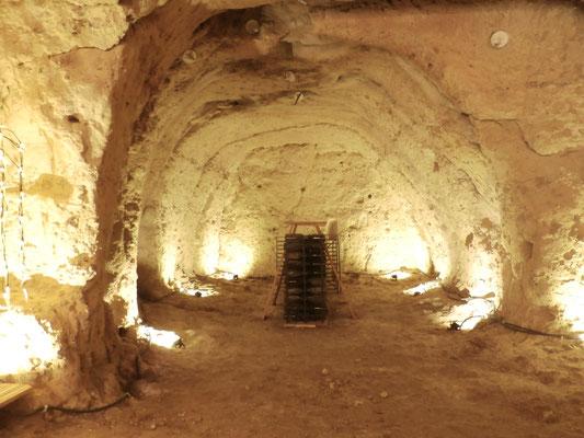 Vue d'ensemble de la cave troglodytique.