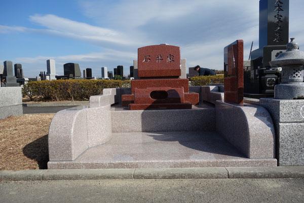 墓石ニューインペリアルレッド(インド) 外柵G663(中国) 横須賀市営墓地