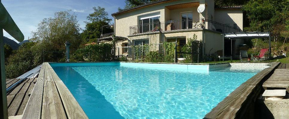 Panoramique piscine-gîte
