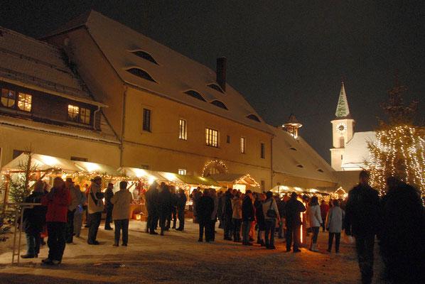 Romantischer Weihnachtsmarakt in Friedenfels, Foto Siegfried Steinkohl