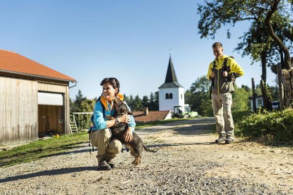 Wandern mit Hund am Goldsteig, Tourismusverband Ostbayern e.V., Foto: Andreas Hub