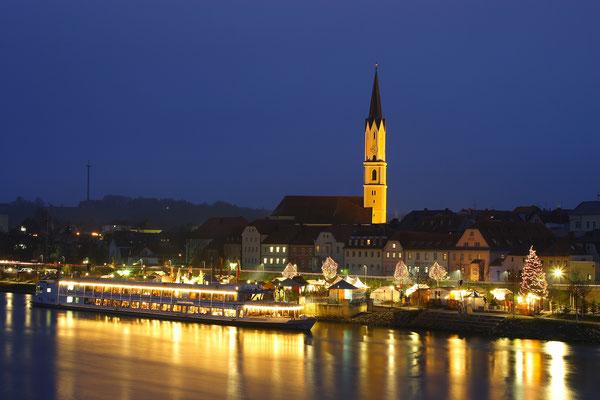 Schwimmender Christkindlmarkt in Vilshofen, Foto Tourist-Info Passauer Land