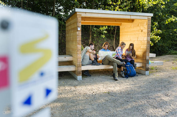 Sitzgelegenheiten am Goldsteig, Tourismusverband Ostbayern e.V., Foto: Andreas Hub