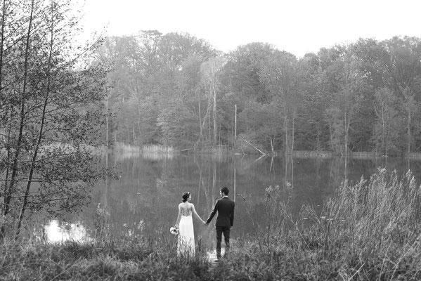 Hochzeitsfotograf Berlin - Landgut Stober Brautpaar am Groß Behnitzer See