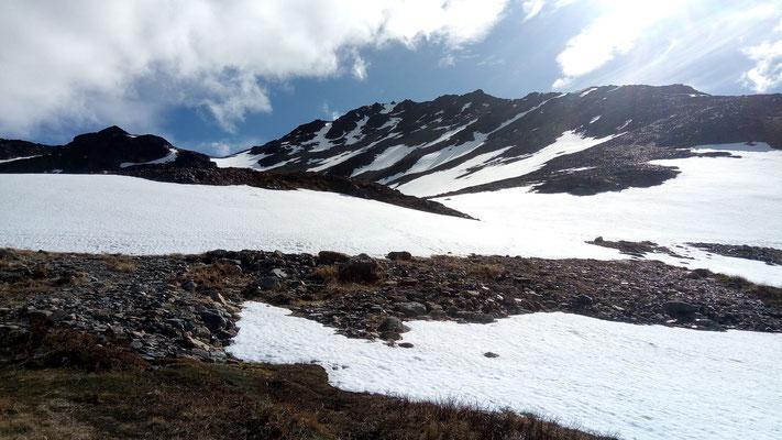 La laguna Turquesa est recouverte de neige