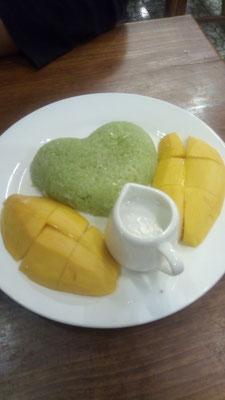 Dès qu'il y a du Mango sticky rice, Jérôme ne résiste pas!