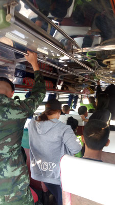 Le bus légèrement blindé pour Ban Pasang