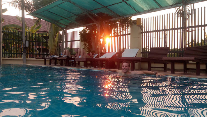 La piscine, attention par contre, elle est trop chlorée !