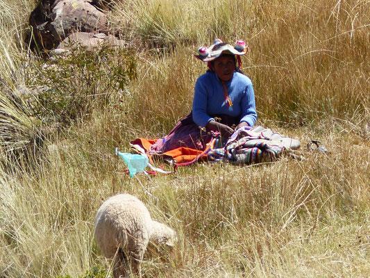 On peut voir le chapeau traditionnel du coin, en forme triangulaire avec des pompons !