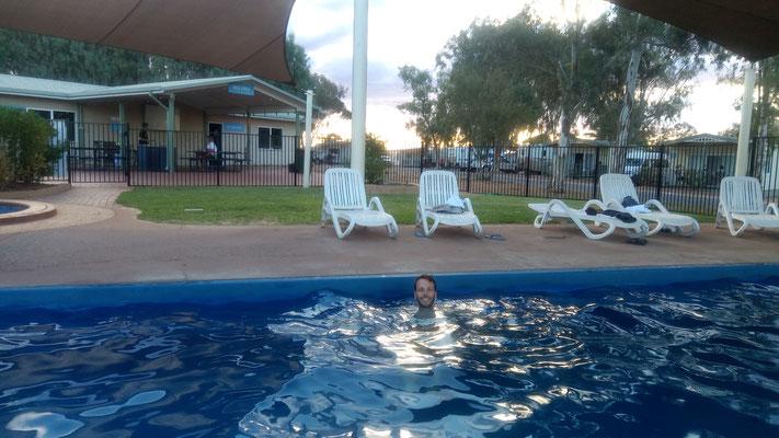 Halte au camping, la piscine fait plus que du bien!
