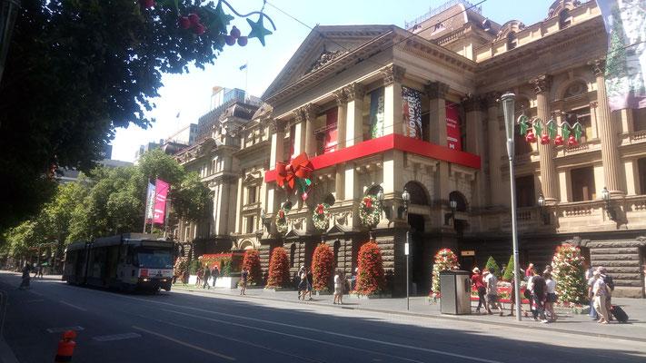 La mairie joliment décorée pour Noël