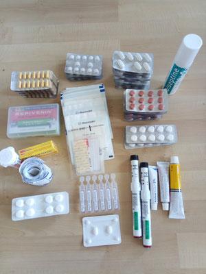 Nous diviserons tout ça en 2 pour faire 2 trousses à pharmacie