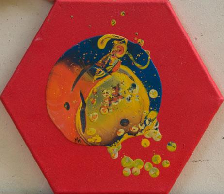 Kleines Universum - Fluid Painting, Sechseck 15 cm, 2017, M. Weber
