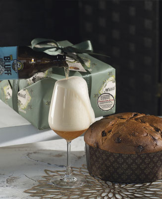 Panettone with beer flavoured cream hand wrap 1kg