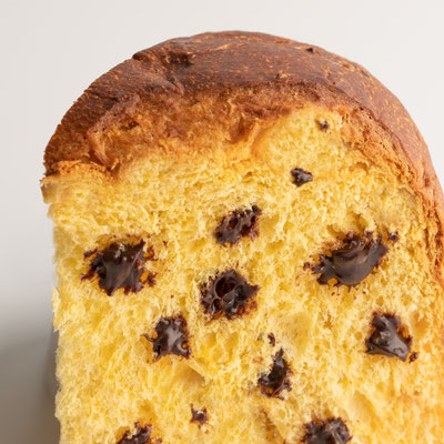 Panettone Classico with chocolate drops decorated vintage box (1kg)