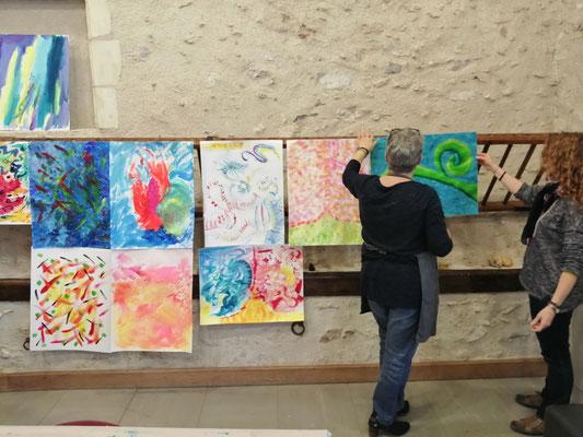atelier de peinture intuitive organisé à la Maison de la Gloriette à Tours par Séverine Saint-Maurice de lescerclesdelumiere.com