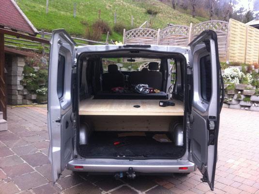 umbau opel vivaro zum campingbus g nstig einfach. Black Bedroom Furniture Sets. Home Design Ideas