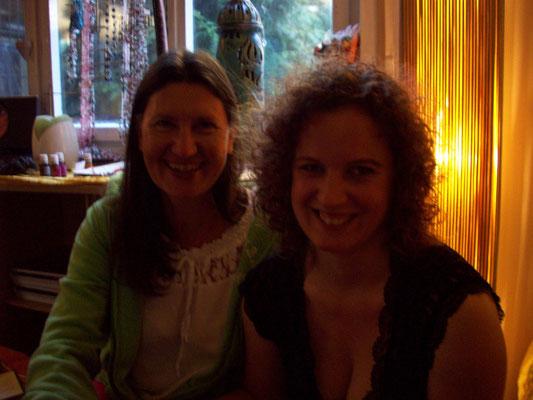 Ute (links) freut sich in der Komfortzone des Zuhörerraums verweilen zu können, während Freundin Kerstin aus selbiger heraus katapultiert wurde ;-)
