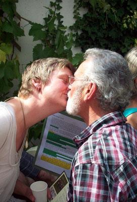 Und so (oder so ähnlich ;-)) kam es zum ersten romantischen Kuss bei einer Erlebnis-Lesung :-)