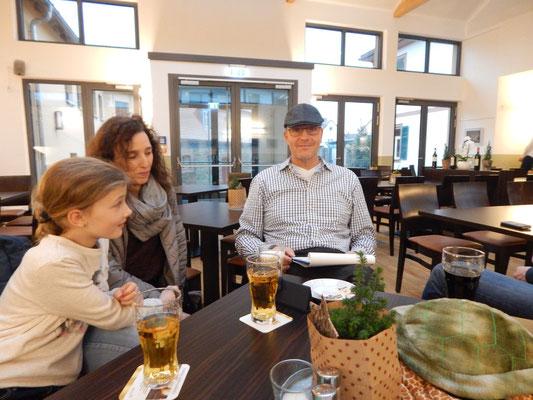 Tochter Lissy, Mama Hanni und Papa Tobias machten eine richtige Familien-Lesung möglich :-)
