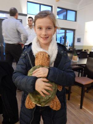 Lizzy und Stoffschildkröte Theodor