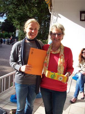 Wahlhelferin Anke und ich ohne Angst vor dem Ergebnis ;-)
