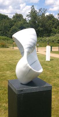 """Möbiusband"" Marmor 50 cm"