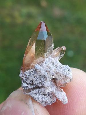 flächenreicher Topaskristall  ca. 2 cm