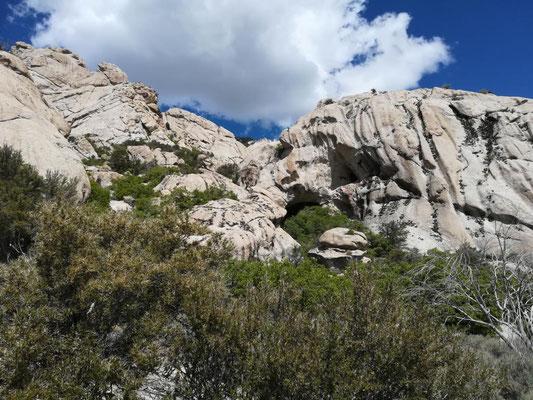Granitfelsen mit Höhlen