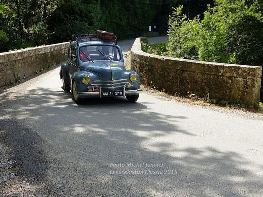 La Renault 4 CV de René et Boris Boubet sur la route des vacances.
