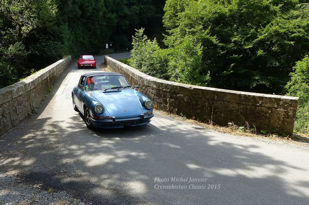 Olivier et Nathalie Raimbault au volant de leur Porsche 911 Targa 2.4.