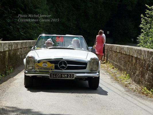 Philippe et Brigitte Rifflet sur Mercedes 280 SL.
