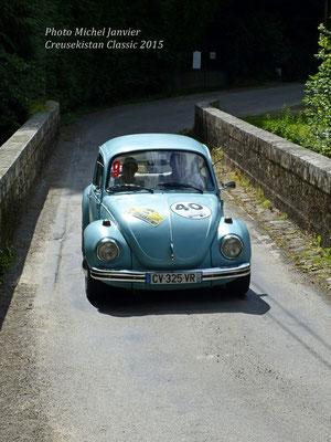 """La Volkswagen """"Choupette"""" 1303 de l'équipage Julien, Nathalie et Thomas Genin."""
