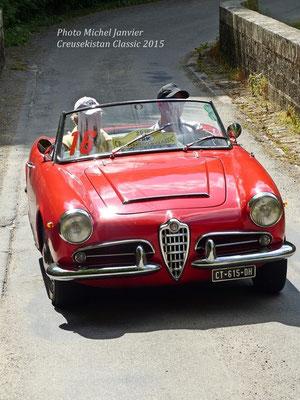 Charles et Bernard Cremers-Laurent au volant de leur Alfa Roméo Giulia Spider.