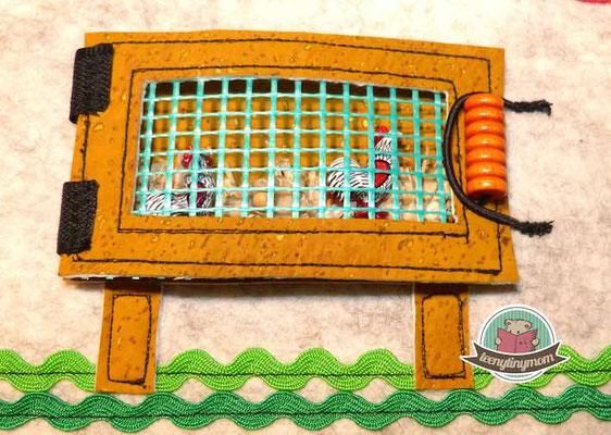 Der kleine Hühnerstall im Haus des Zauberers ist aus Korkstoff.