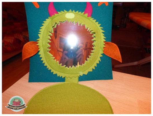 Monsterbuch mit Spiegel