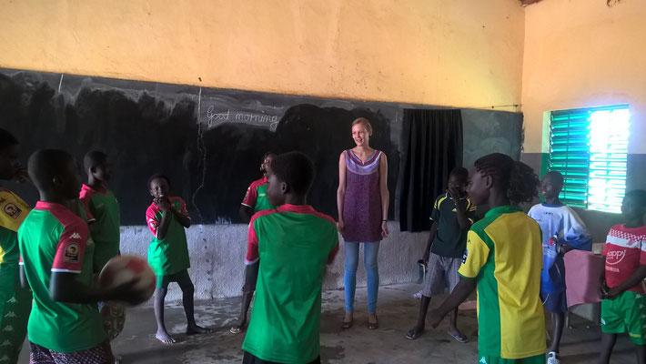 Englisch-Unterricht während des Fußball-Bildungscamps, August 2015