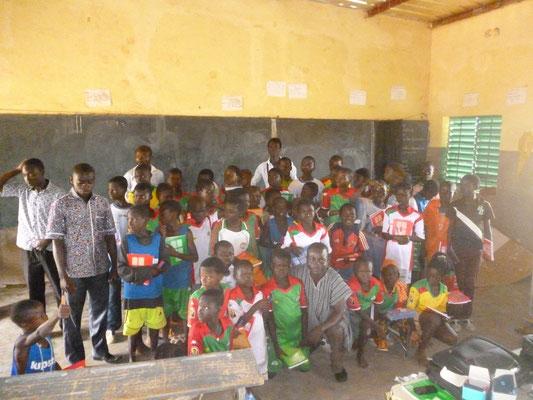 Gruppenfoto nach Unterricht beim Bildungscamp, August 2015