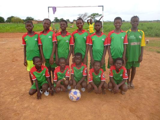 Fußballmannschaft beim Bildungscamp, August 2015