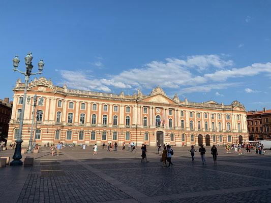 Le Capitole au coeur de la ville rose de Toulouse / Au mas de Janita ©