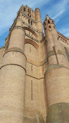 Au pied de la cathédrale Sainte Cécile à Albi / Au mas de Janita ©