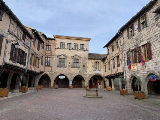 Explorer le village médiéval de Castelnau-de-Montmirail / Au mas de Janita ©