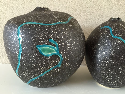 aardewerk vaasjes diverse maten: € 17,50 - € 15 - € 12,50