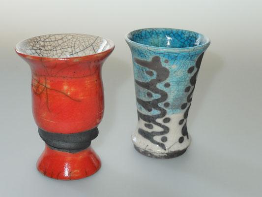 rood: verkocht, blauw decoratief raku vaasje € 20