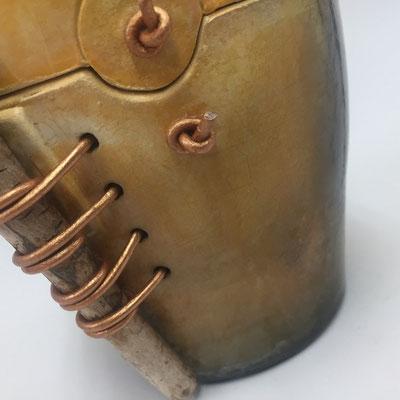 raku techniek; decoratieve pot met drijfhout ca. 18cm h € 50