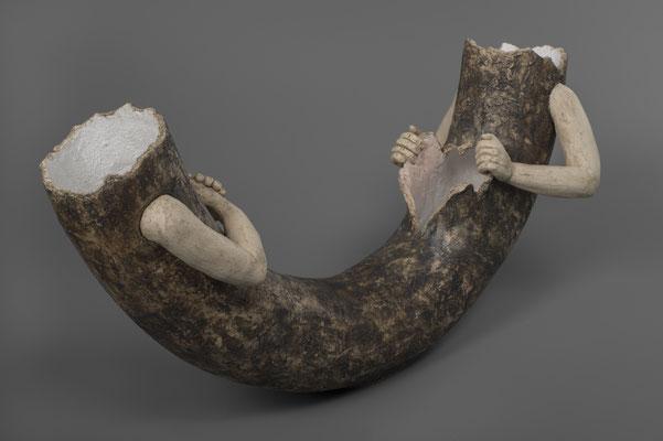 """aardewerk beeld, uit de serie non-verbale communicatie: """"vlinders in mijn buik"""",  ca. 20cm h€ 165"""