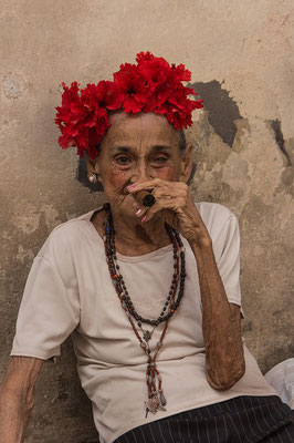 Alte rauchend